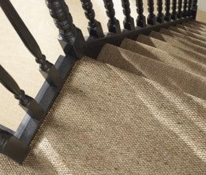 Pose de la moquette dans un escalier